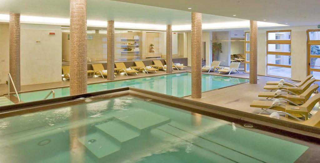 Dotato di una splendida piscina interna, oltre a sauna e bagno turco