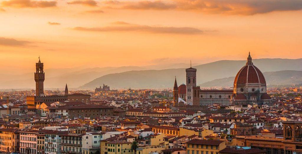 Ma senza rinunciare a visite alle principali città d'arte situate a breve distanza come Firenze, Siena e Pisa.