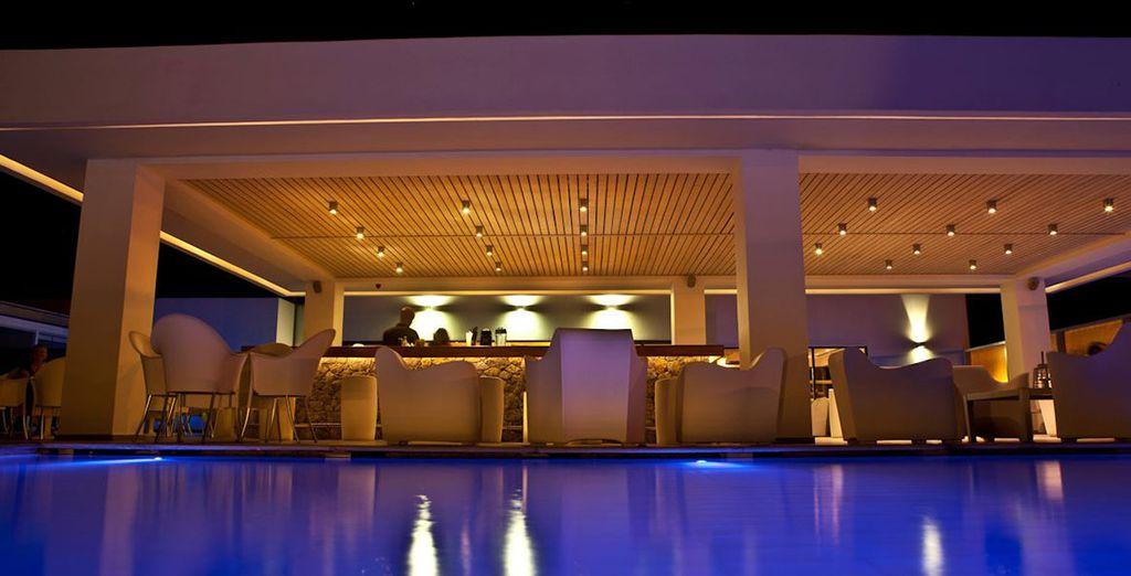 e godetevi una serata al Radiant Pool Bar