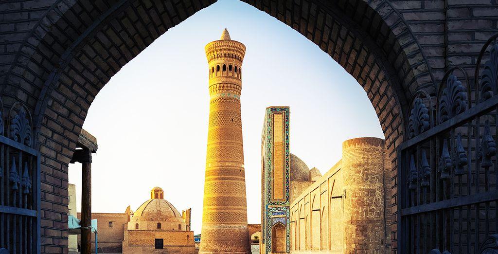 Sarà la volta poi di Boukhara, la città dove il tempo pare si sia fermato