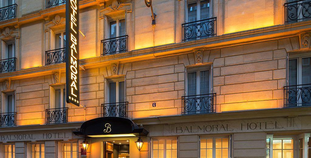 Un moderno hotel 4* a pochi passi dall'Arco di Trionfo e dagli Champs-Elysées