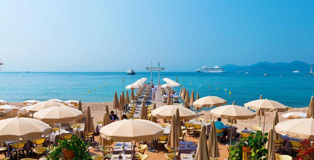 Godetevi la spiaggia privata dalla sabbia finissima e il mare azzurro
