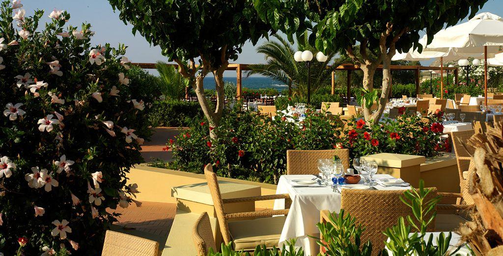ottimi piatti vi aspettano al buffet del ristorante principale grazie al trattamento di pensione completa