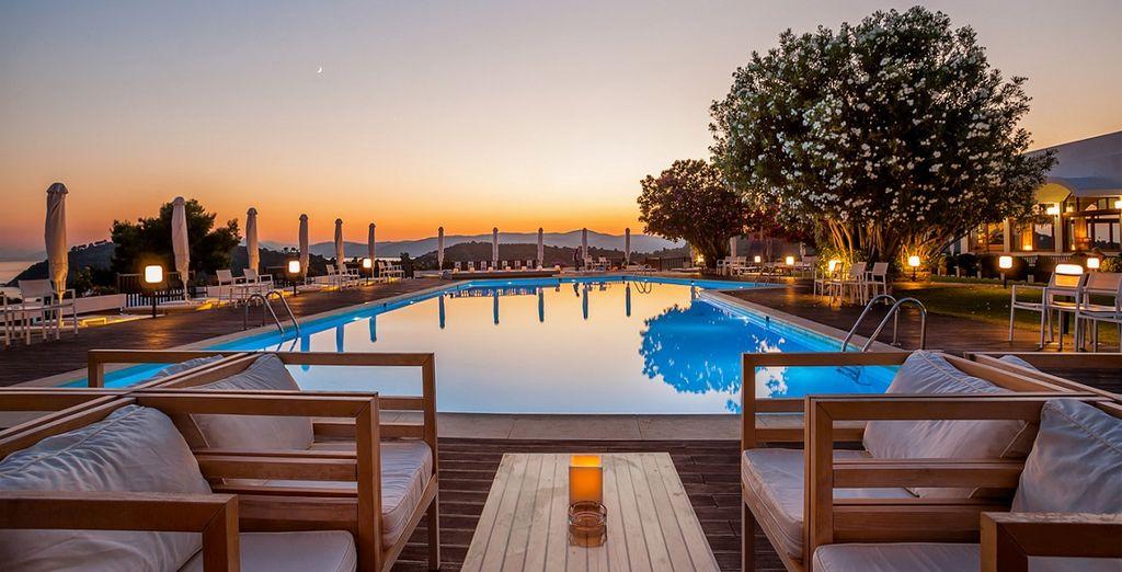 e freschi cocktail a bordo piscina mentre ammirerete i fantastici tramonti