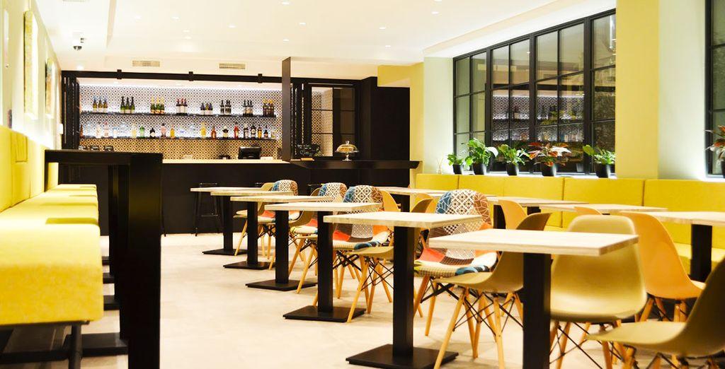 Gli spazi colorati e conviviali del Bob's Bar vi affascineranno