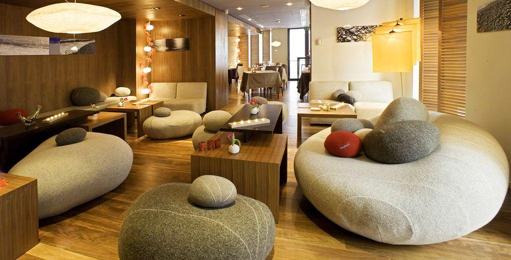 con interni di design in stile contemporaneo
