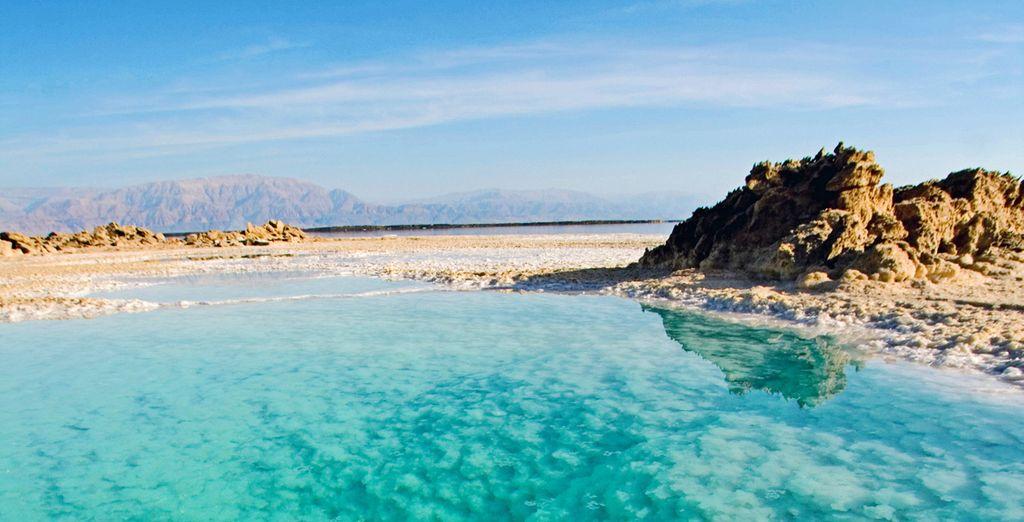 Avrete la possibilità di vivere un'esperienza incredibile con una nuotata nel Mar Morto