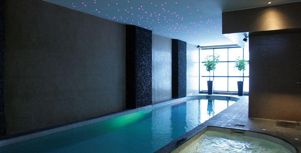Rigenerate i sensi nella piscina al coperto