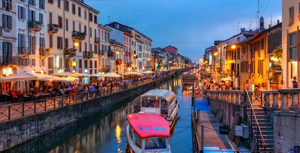 Fotografia della città di Milano, gita in barca sui canali