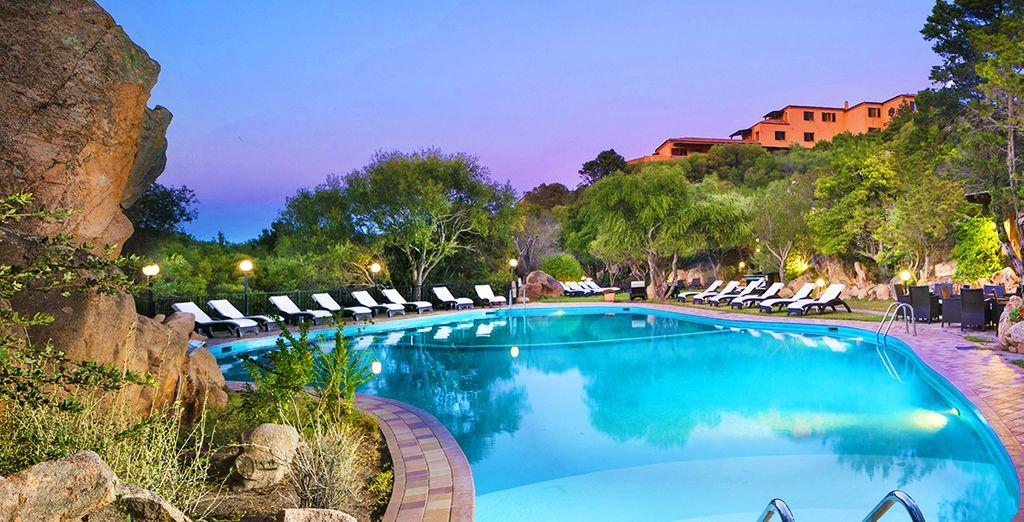 Hotel di alta gamma in Sardegna con piscina e acque turchesi