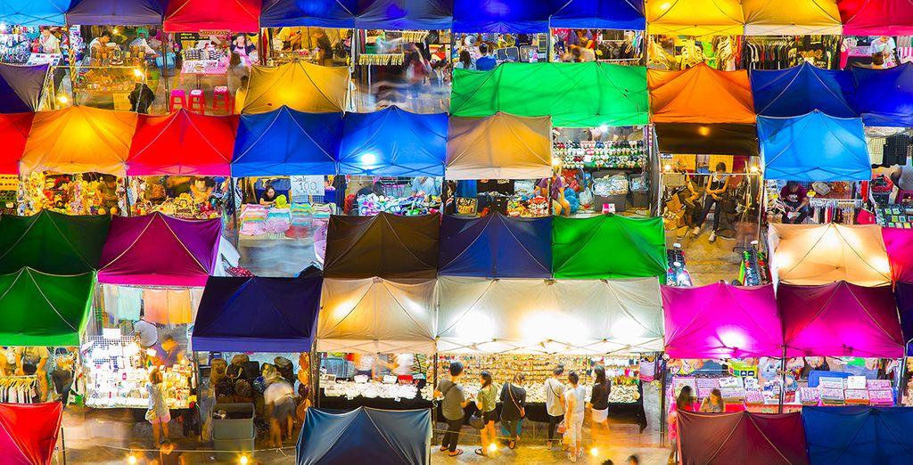 Fotografia del colorato mercato di Bangkok, il mercato di Chatuchak