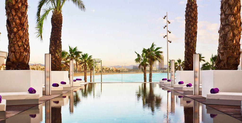 Hotel di lusso a 5 stelle con piscina e zona relax nel cuore di Barcellona