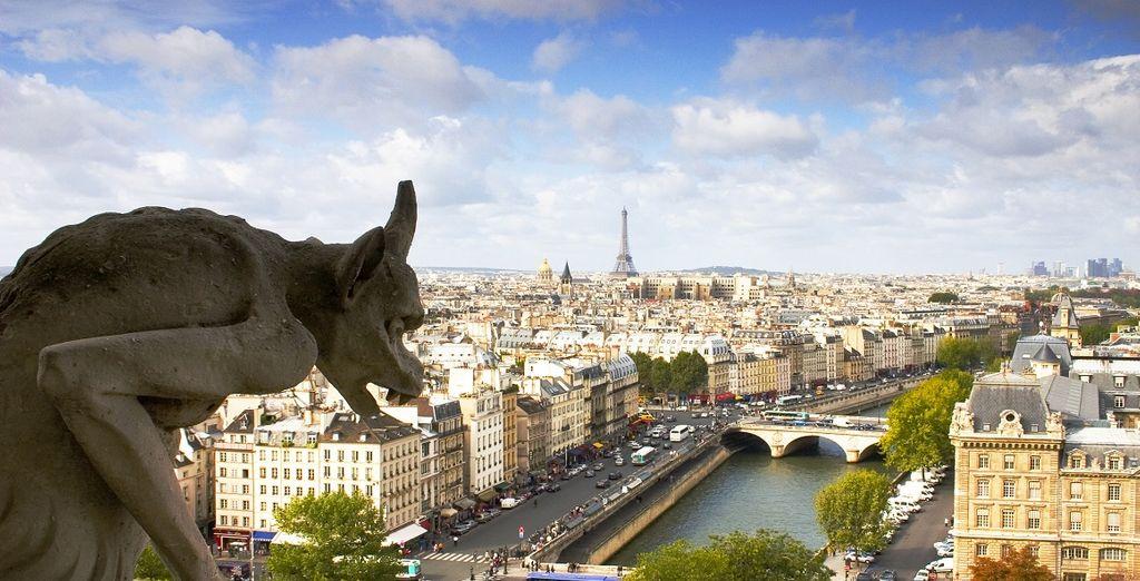 Fotografia della capitale francese di Parigi e dei suoi monumenti storici essenziali