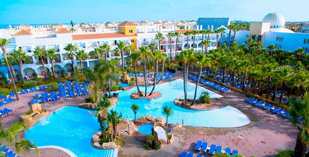 Hotel di lusso in Spagna con piscina e zona relax per un fine settimana in famiglia o tra amici con ogni comfort