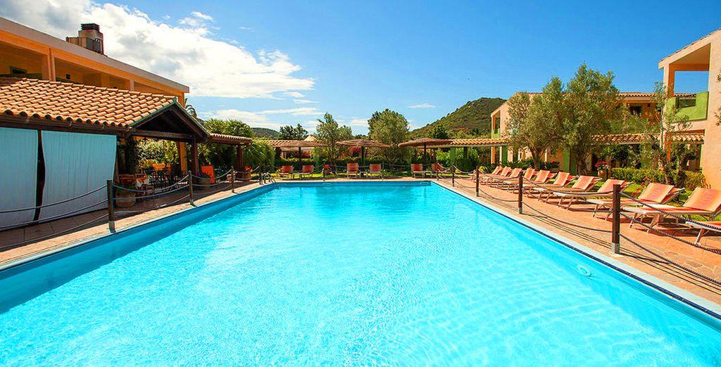 Hotel di lusso con piscina e zona relax in Italia, tutti i comfort a Villasimius