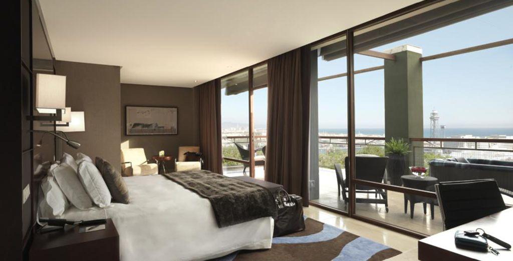 Hotel di alta gamma in Spagna, camera doppia confortevole, spaziosa con vista panoramica sulla città di Barcellona