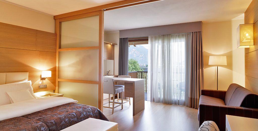 Hotel di lusso a quattro stelle, camera doppia con tutti i comfort e vista panoramica sulle montagne