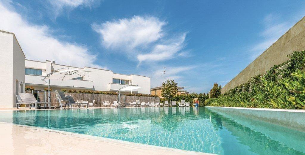 Rilassatevi nella splendida piscina esterna del residence