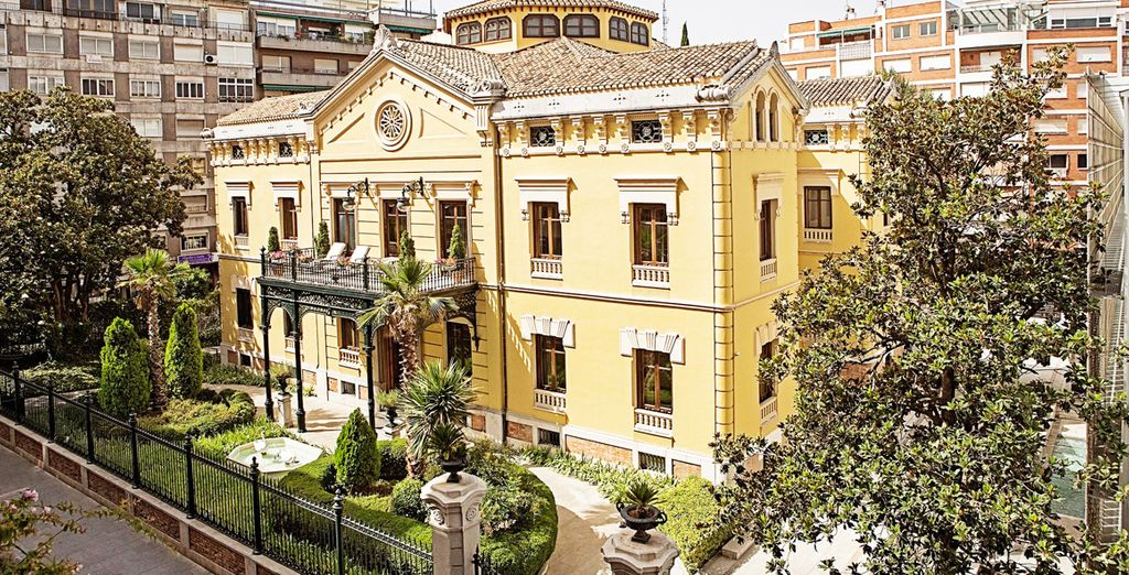 Hospes Palacio de los Patos 5* vi dà il benvenuto