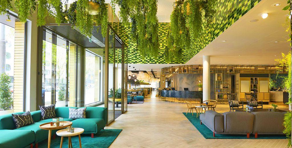 Hotel a cinque stelle di alta gamma ad Amsterdam selezionato da Voyage Privé, con divano e zona relax