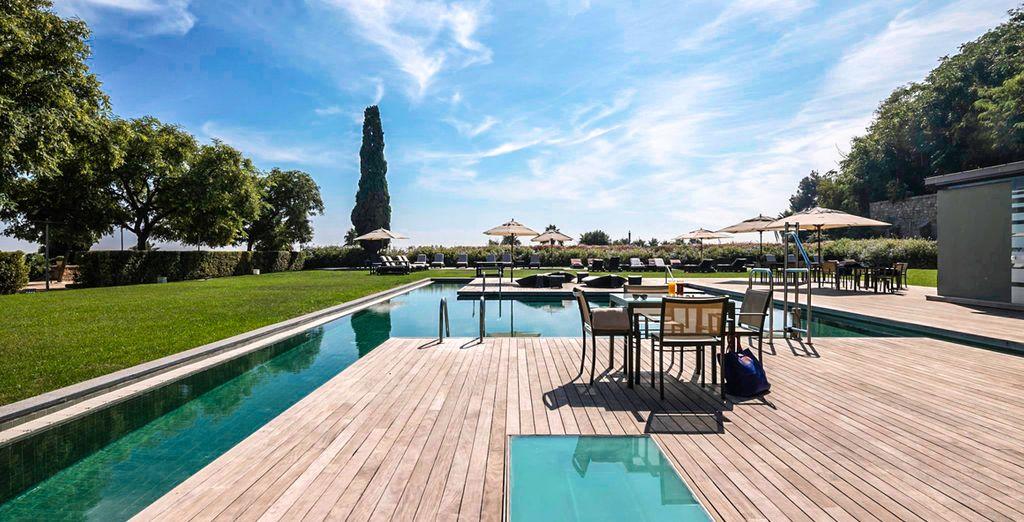 Hotel di lusso a cinque stelle con piscina e zona relax a Barcellona