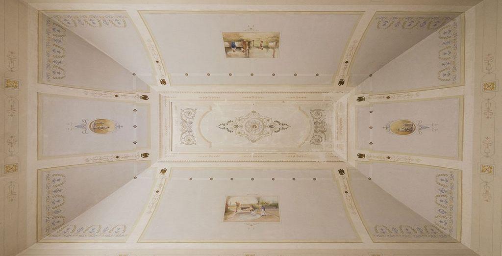 e soffitti affrescati in stile classico