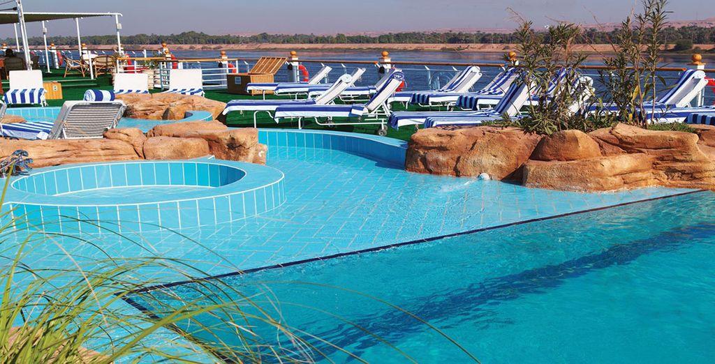 Crociera di lusso con piscina, spa e zona relax per un indimenticabile viaggio sul nilo
