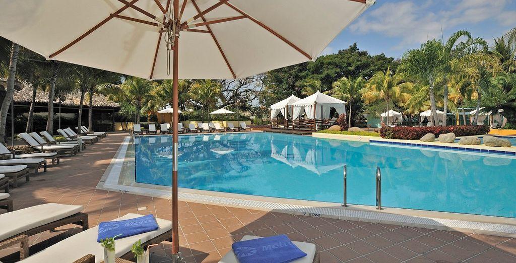 Hotel di lusso a 5 stelle con piscina esterna e confortevole camera con vista sulla spiaggia nel cuore dei Caraibi