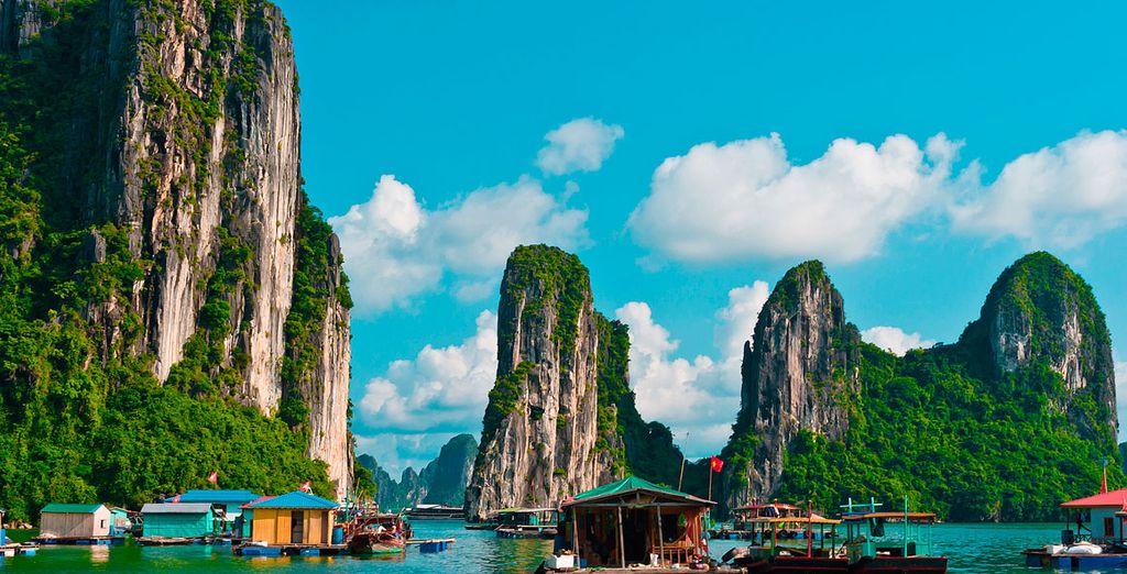 U brengt een bezoek aan het drijvende dorp Cua Van