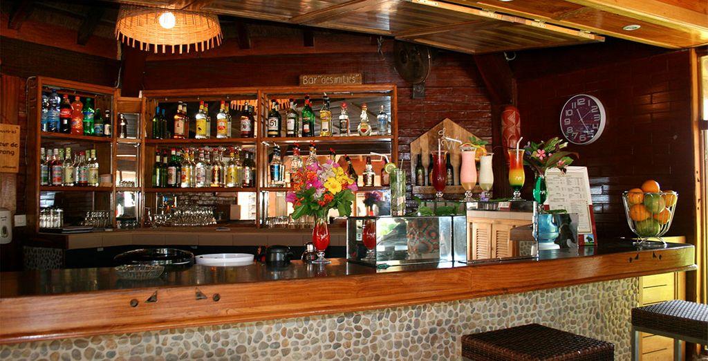 Een drankje bij de bar voor wat verfrissing