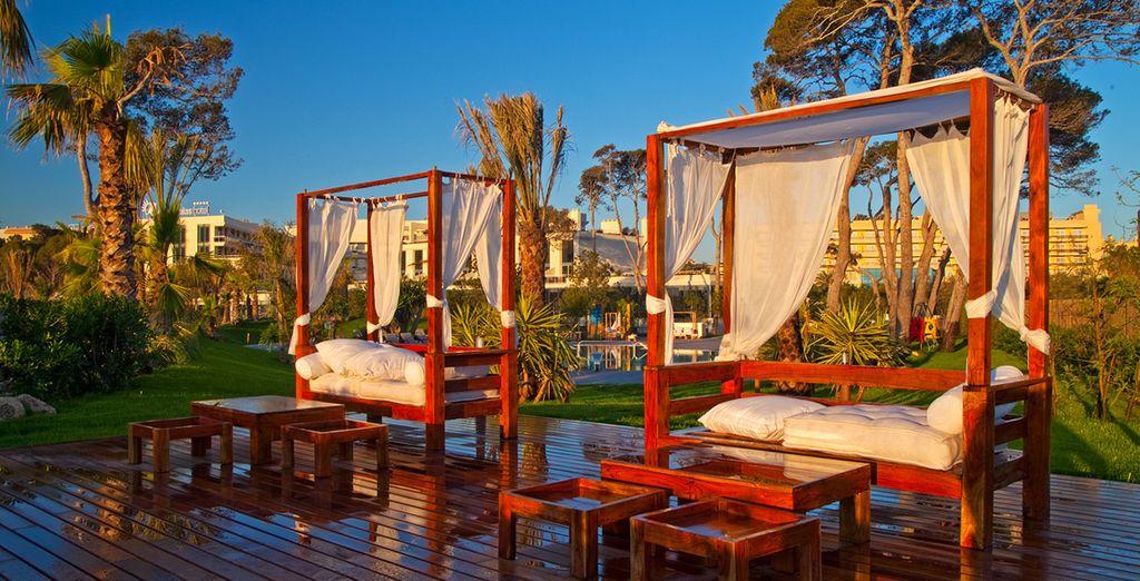 En rust uit in de prachtige tuin van het hotel
