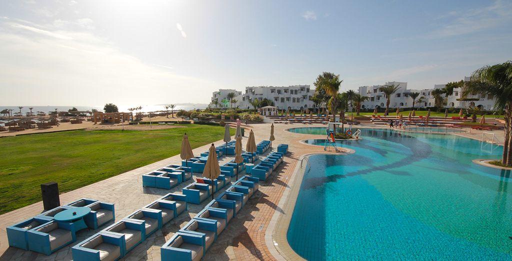 En geniet van pure ontspanning op het strand van Hurghada