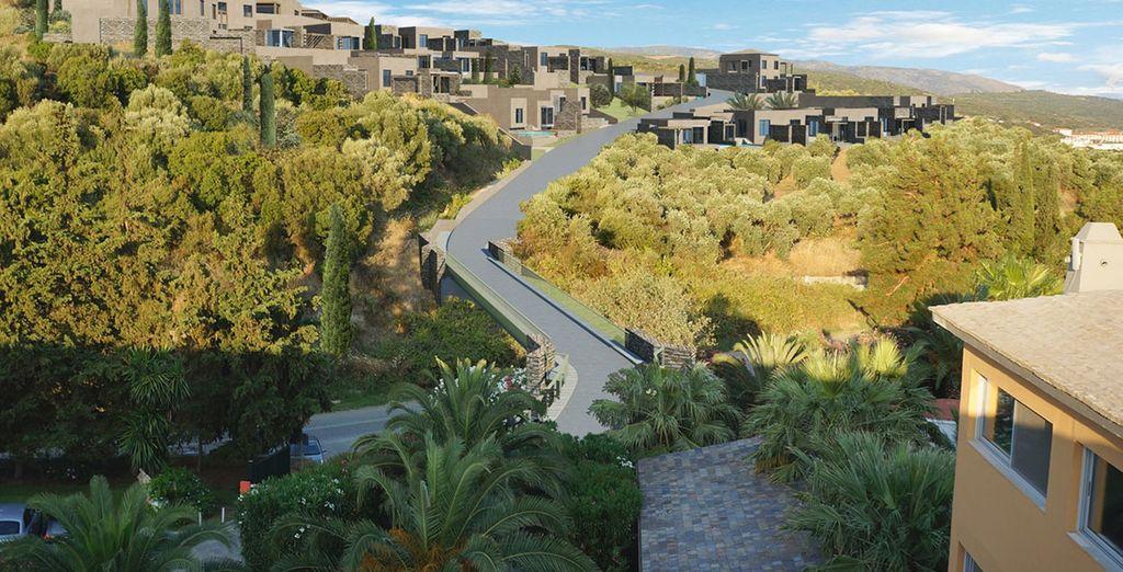 Uw villa is gelegen bovenop een groene heuvel