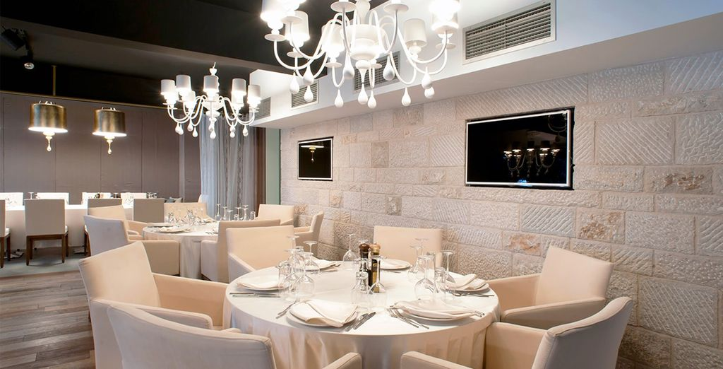 Stijlvol in het restaurant en in de wijnbar van het hotel