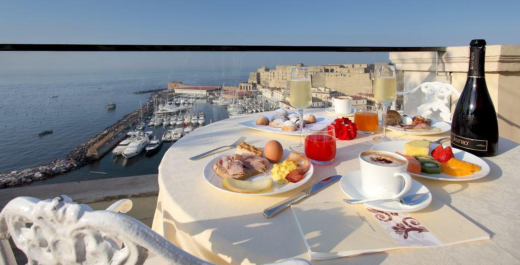 Neem het ontbijt met zicht op zee
