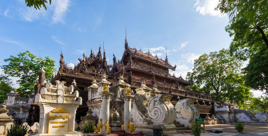 Bewonder het Shwenandaw klooster bekend om zijn prachtige houtsnijwerk