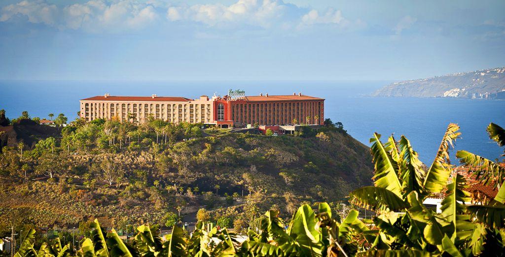 Dankzij de ligging op een heuvel geniet u van panoramische uitzichten