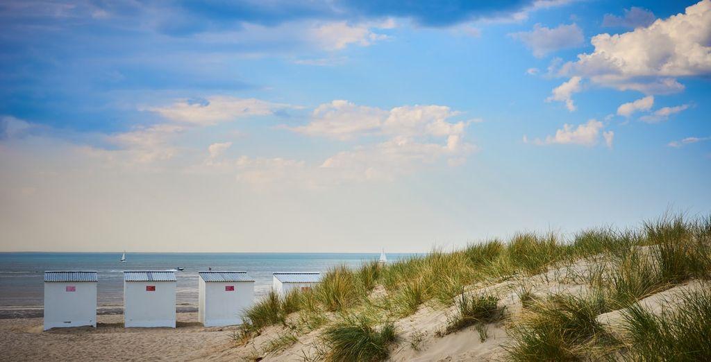 Dichtbij het brede zandstrand aan de Belgische kust