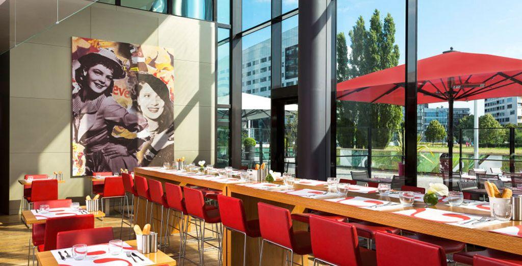 Het ontbijt wordt geserveerd in Restaurant La Terrasse du Parc...