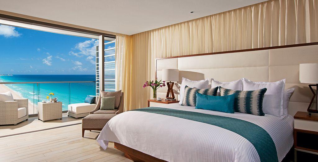 Geniet van het uitzicht vanuit uw Deluxe Ocean View Kamer of Preferred Club Junior Suite Ocean View