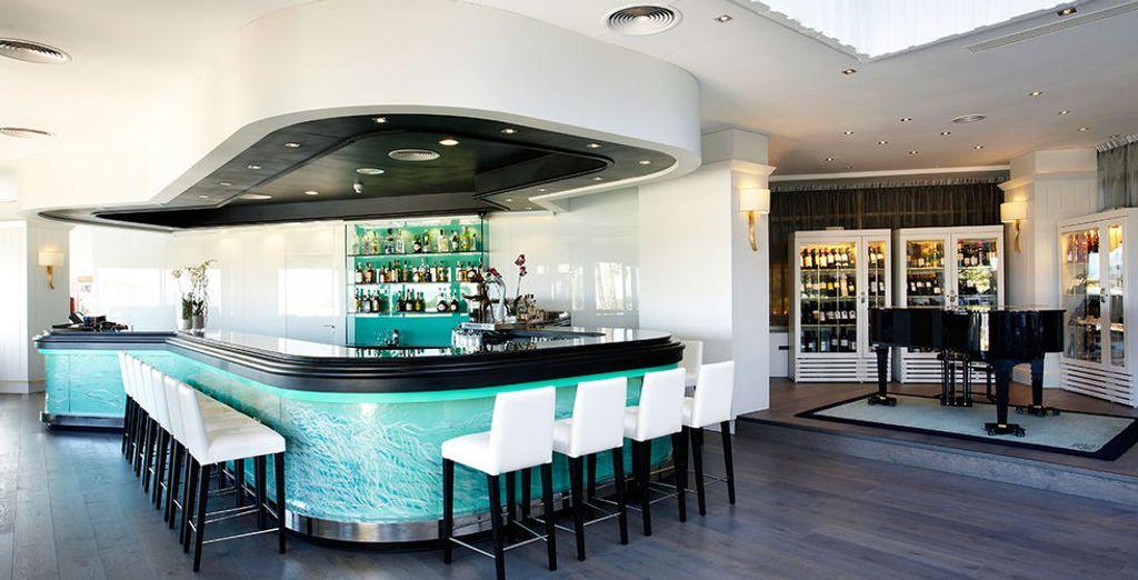 Geniet van een drankje in de design bar