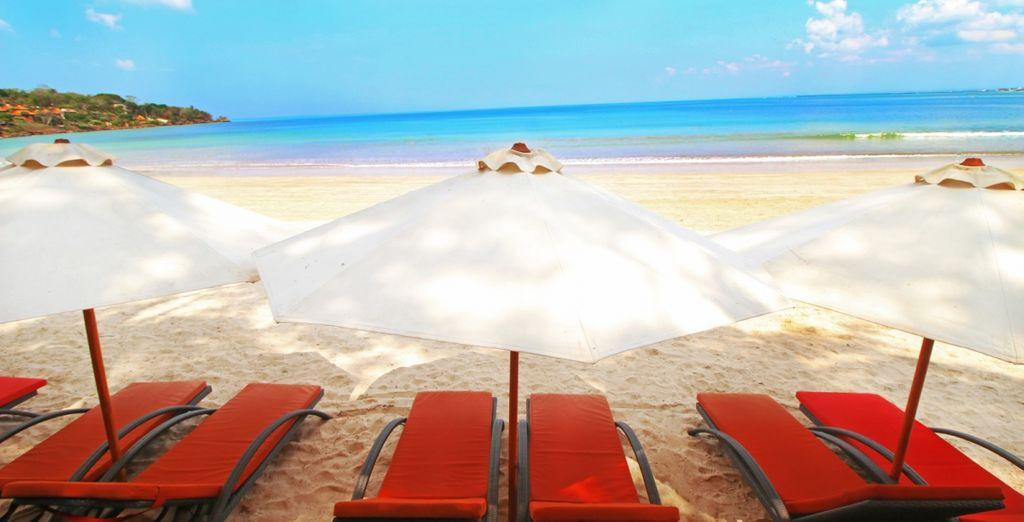 Of bij de Beach Club van Kupu Kupu Jimbaran