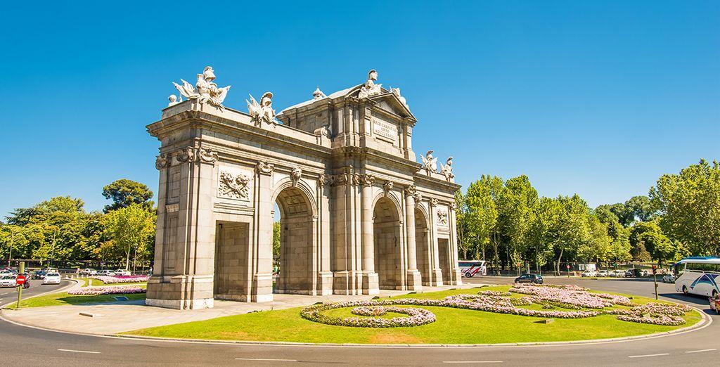 Begin de dag met het verkennen van de Puerta de Alcala