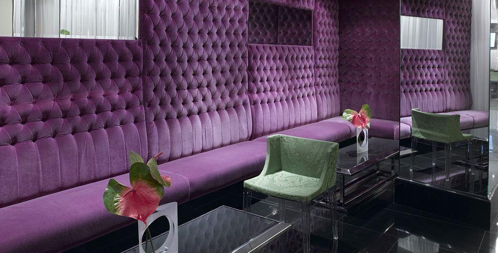 Neem een drankje met vrienden in een Art Deco kader