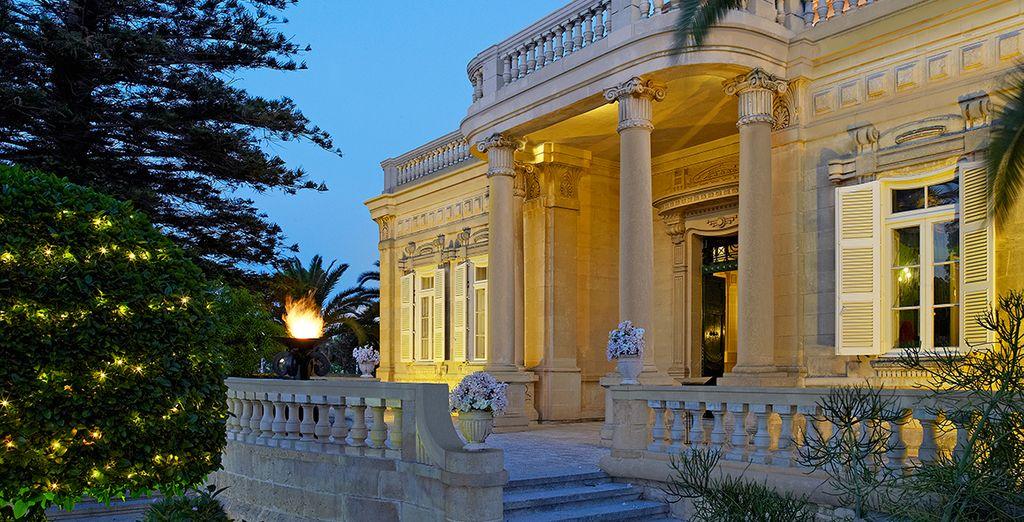 Waar u verblijft in het Corinthia Palace Hotel!