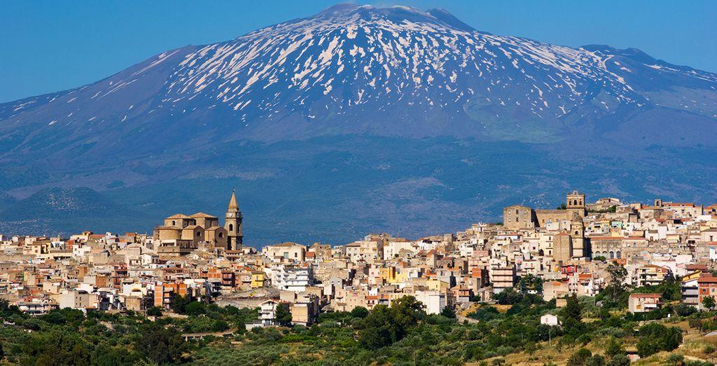 Met de boven alles uitstijgende Etna