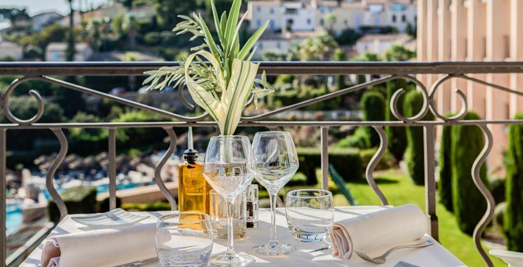 Of kies ervoor om te genieten van uw maaltijd op het terras!