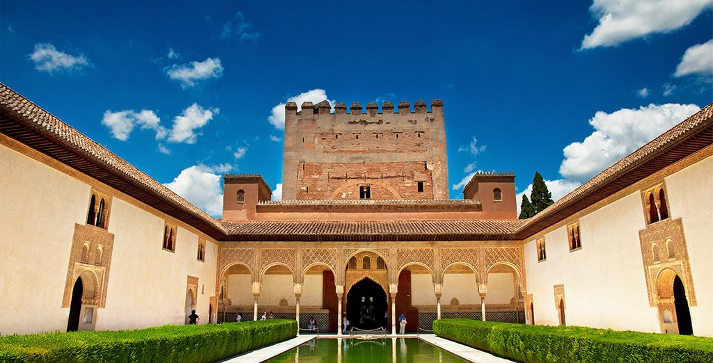 Discover the historical Alhambra