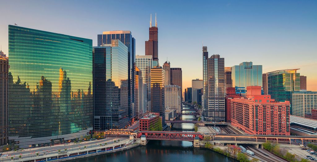 The ideal base for your trip to the windy city!