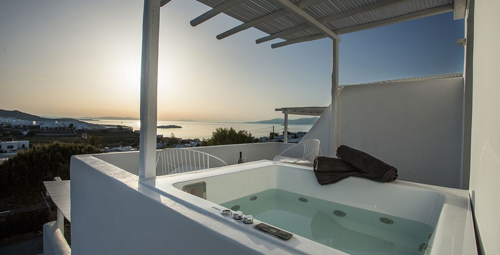 With a fantastic outdoor Jacuzzi